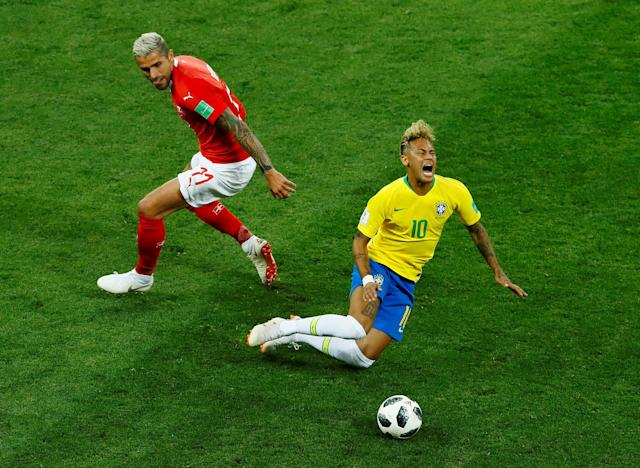 Soccer Football - World Cup - Group E - Brazil vs Switzerland - Rostov Arena, Rostov-on-Don, Russia - June 17, 2018 Switzerland's Valon Behrami in action with Brazil's Neymar REUTERS/Jason Cairnduff TPX IMAGES OF THE DAY