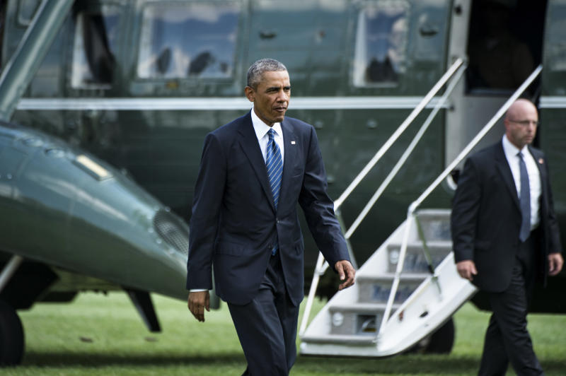 US President Barack Obama walks from Marine One on the South Lawn of the White House August 26, 2014 in Washington, DC