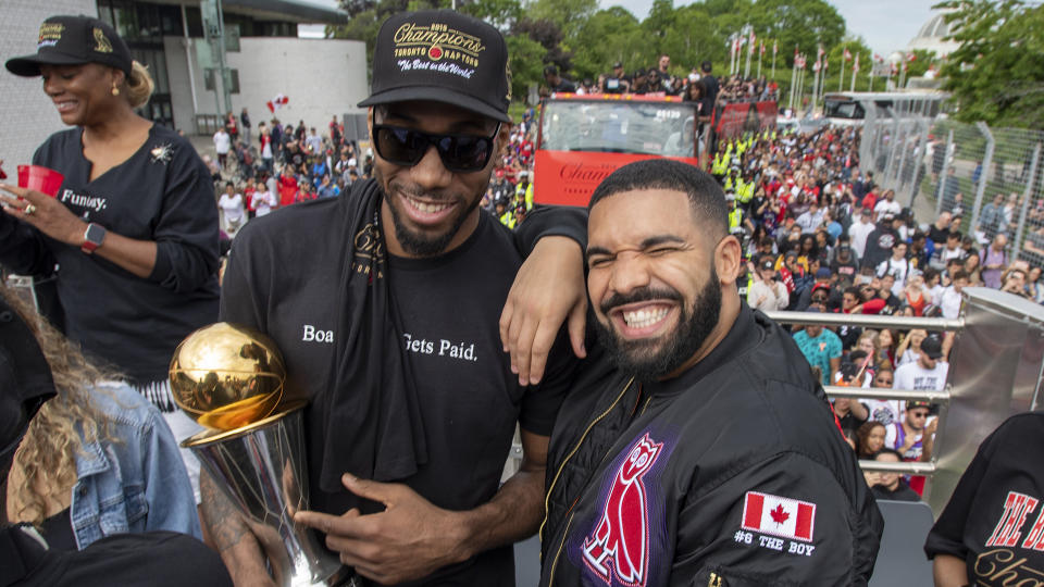 Drake and Kawhi Leonard remain in touch even though the NBA superstar left Toronto. (THE CANADIAN PRESS/Frank Gunn)
