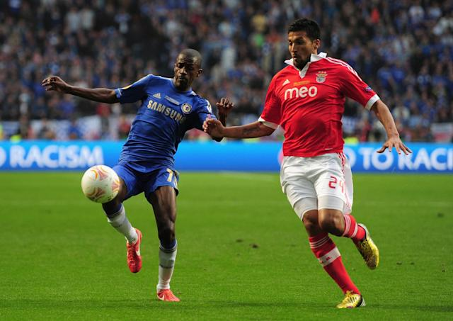 AMSTERDAM, NETHERLANDS - MAY 15: Ramires of Chelsea and Ezequiel Garay of Benfica battle for the ball during the UEFA Europa League Final between SL Benfica and Chelsea FC at Amsterdam Arena on May 15, 2013 in Amsterdam, Netherlands. (Photo by Jamie McDonald/Getty Images)