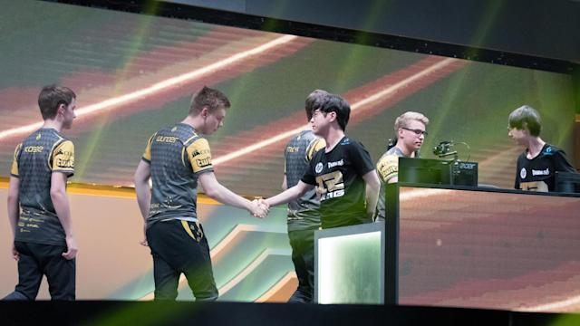 RNG's loss to Splyce ultimately didn't matter, as the Chinese squad advanced anyway (Jeremy Wacker)