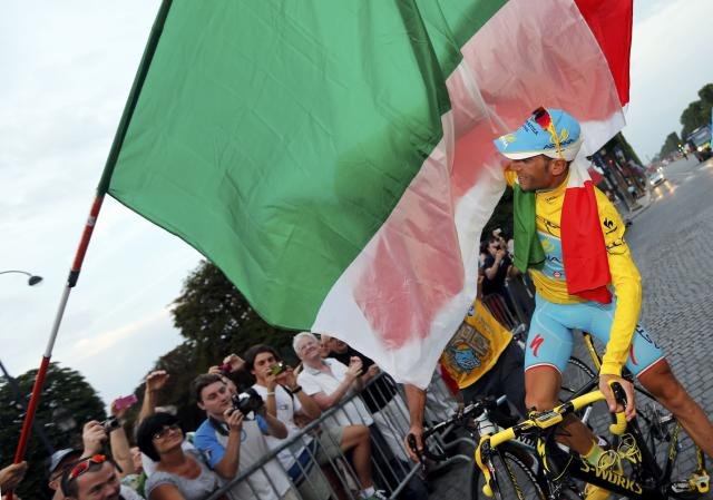 Astana team rider Vincenzo Nibali of Italy celebrates with supporters as he parades to celebrates his overall victory after the 137.5 km final stage of the 2014 Tour de France, from Evry to Paris Champs Elysees, July 27, 2014. REUTERS/Jean-Paul Pelissier (FRANCE - Tags: SPORT CYCLING)