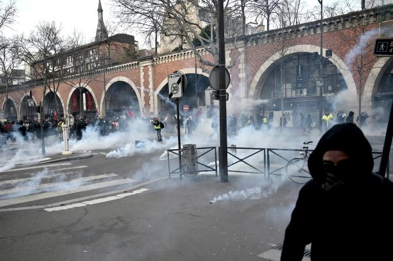 The strikes were sparked by the government's plan to overhaul the country's pension system (AFP Photo/LIONEL BONAVENTURE)