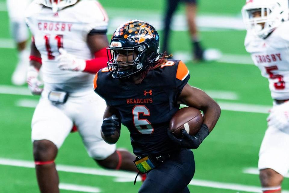 DeMarco Roberts (6) takes the ball down the middle for a touchdown during the 2nd quarter of the 5A Division 2 state championship game at AT&T Stadium in Arlington between Aledo and Crosby on January 15th, 2020.