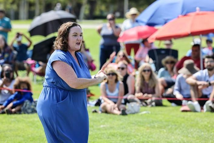 Irvine, CA, Sunday, July 11, 2021 - Representative Katie Porter (D-CA45) speaks without the help of a microphone during a town hall meeting with at Mike Ward Community Park. (Robert Gauthier/Los Angeles Times)
