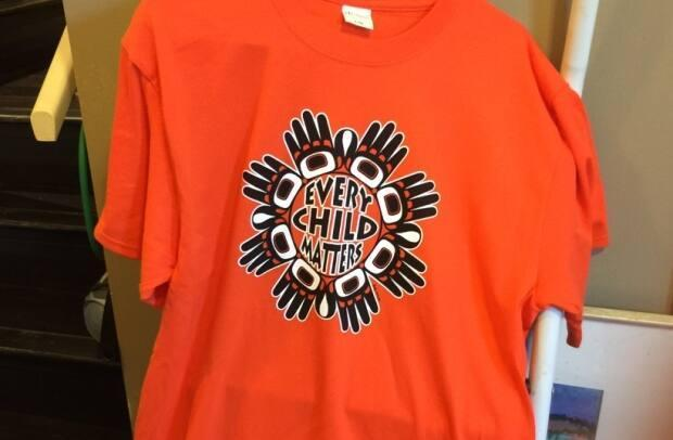 B.C.'s teachers' union is asking staff and students to wear orange shirts or clothing next week in recognition of the suffering of Indigenous children in Canada's residential school system.  (Patricia Lessard - image credit)