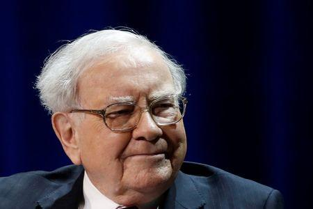 Warren Buffett, chairman and CEO of Berkshire Hathaway, smiles before speaking with Bill Gates (not pictured), at Columbia University in New York, U.S., January 27, 2017. REUTERS/Shannon Stapleton