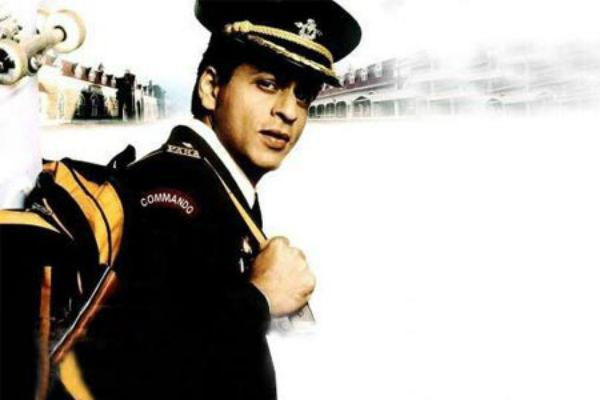 <b>5. Shah Rukh Khan/ Veer Zaara</b><br><br>Shah Rukh Khan played an IAF officer in 'Veer Zaara' and an army officer in 'Main Hoon Na'. Though there was not much of Shah Rukh-in -uniform to see in these movies, but whatever little we saw was well worth it.