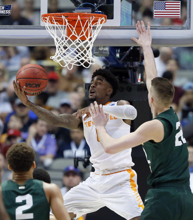 Wright State's Everett Winchester (2) and Parker Ernsthausen (22) defend as Tennessee guard Jordan Bone (0) goes up for shot in the second half in the first round of the NCAA men's college basketball tournament in Dallas, Thursday, March 15, 2018. (AP Photo/Tony Gutierrez)