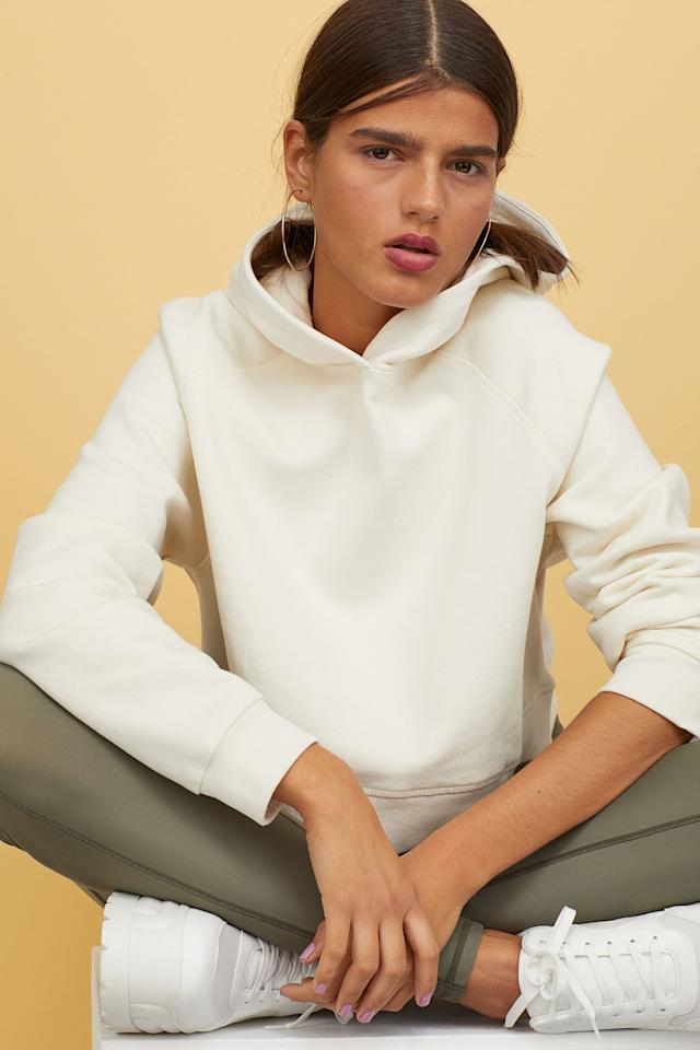 """<p>This <a href=""""https://www.popsugar.com/buy/HampM-Cropped-Hoodie-557179?p_name=H%26amp%3BM%20Cropped%20Hoodie&retailer=www2.hm.com&pid=557179&price=25&evar1=fab%3Auk&evar9=47312549&evar98=https%3A%2F%2Fwww.popsugar.com%2Ffashion%2Fphoto-gallery%2F47312549%2Fimage%2F47313106%2FHM-Cropped-Hoodie&list1=shopping%2Choodies%2Cloungewear%2Csweatshirts&prop13=api&pdata=1"""" rel=""""nofollow"""" data-shoppable-link=""""1"""" target=""""_blank"""" class=""""ga-track"""" data-ga-category=""""Related"""" data-ga-label=""""https://www2.hm.com/en_us/productpage.0818768003.html"""" data-ga-action=""""In-Line Links"""">H&amp;M Cropped Hoodie</a> ($25) comes in six different colors.</p>"""
