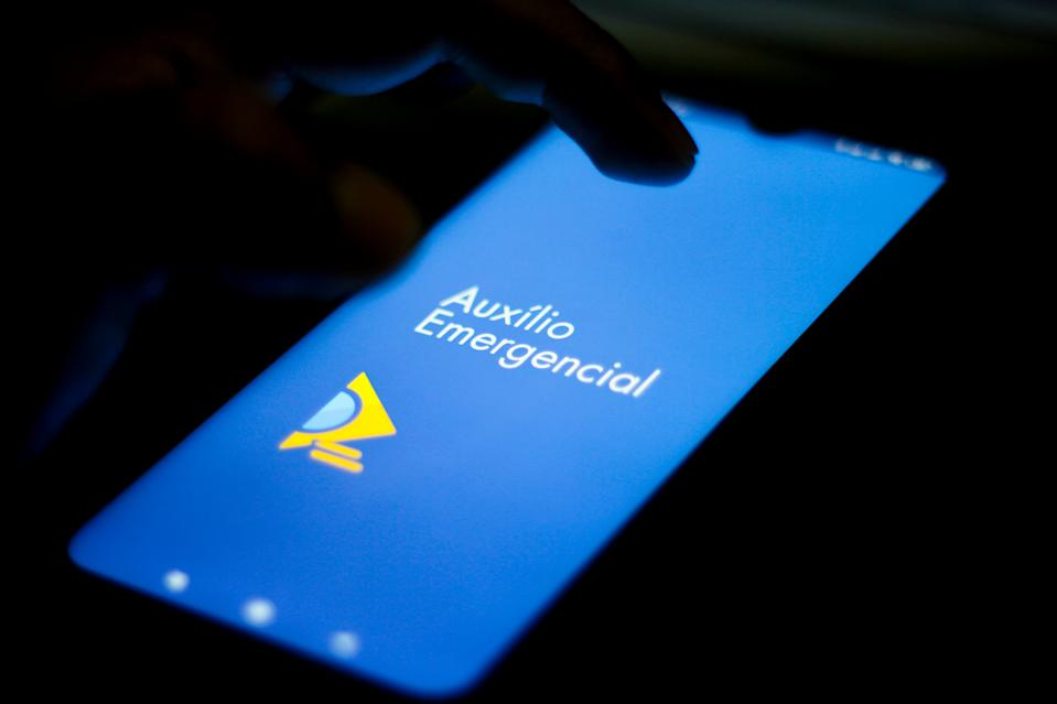 BRAZIL - 2020/05/25: In this photo illustration an Auxílio Emergencial logo seen displayed on a smartphone. (Photo Illustration by Rafael Henrique/SOPA Images/LightRocket via Getty Images)