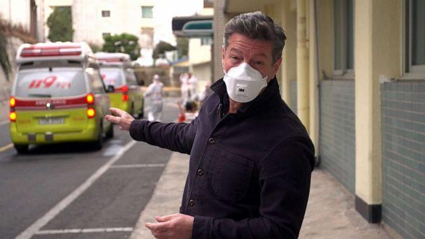 PHOTO: Ian Pannell, senior foreign correspondent for ABC News, reports on the COVID-19 outbreak in Daegu, South Korea. (ABC News)