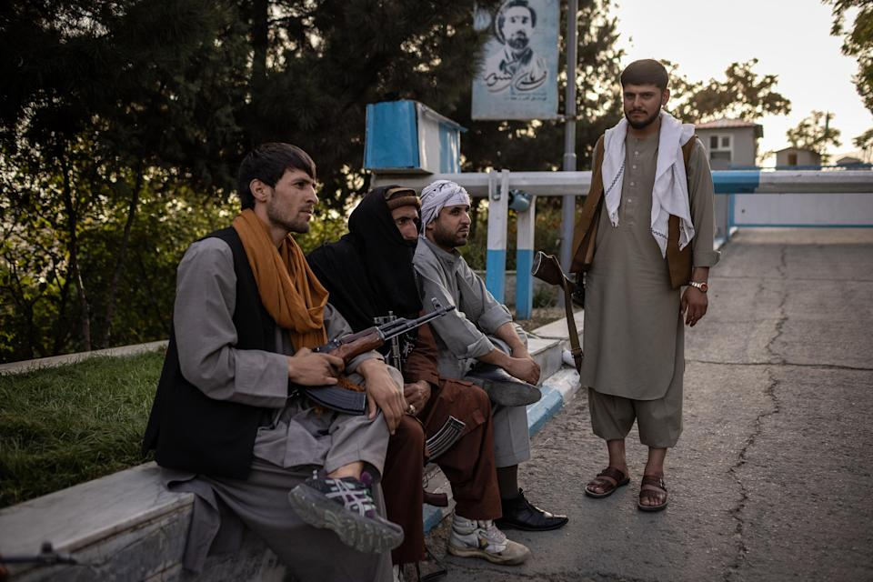Armed men with Taliban members, center, in Kabul, Afghanistan on Aug. 15, 2021. (Jim Huylebroek/The New York Times)