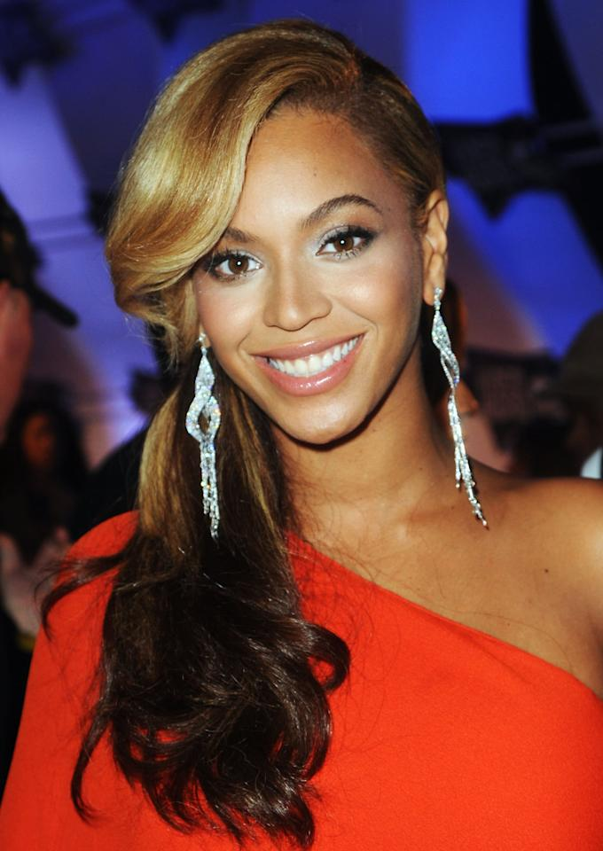 <p>Beyoncé's stunning side ponytail at the 2011 MTV Video Music Awards allowed her natural-looking makeup to shine.</p>