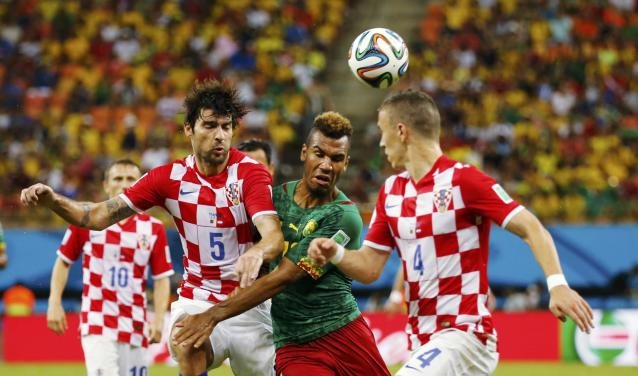 Cameroon's Eric-Maxim Choupo Moting (C) fights for the ball with Croatia's Ivan Perisic (R) and Vedran Corluka during their 2014 World Cup Group A soccer match at the Amazonia arena in Manaus June 18, 2014. REUTERS/Siphiwe Sibeko (BRAZIL - Tags: SOCCER SPORT WORLD CUP)
