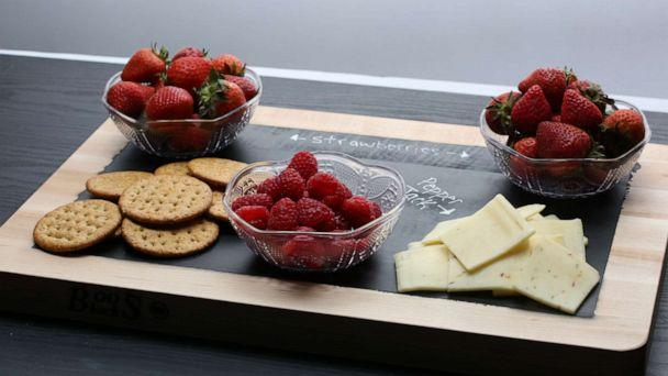 PHOTO: DIY chalkboard serving tray with fruit and crackers. (ABC News)