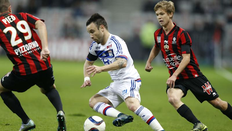 lyon valbuena et gonalons dans le groupe pour le derby. Black Bedroom Furniture Sets. Home Design Ideas