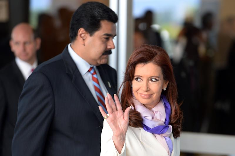 Argentine President Cristina Kirchner (R) and Venezuela's Nicolas Maduro arrive at the BRICS-UNASUR Summit in Brasilia on July 16, 2014 (AFP Photo/Evaristo Sa)