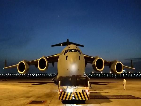 Air Force's C-17 airlifts cryogenic oxygen tanks from Bangkok (Photo Credit: Twitter/India in Thailand)
