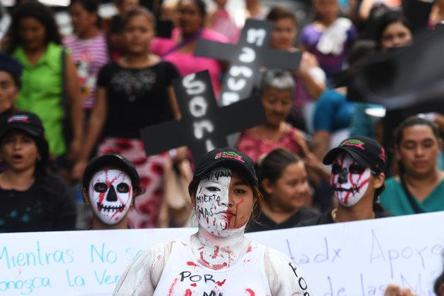 Salvadoran women march for the decriminalisation of abortion in San Salvador, on September 28, 2017