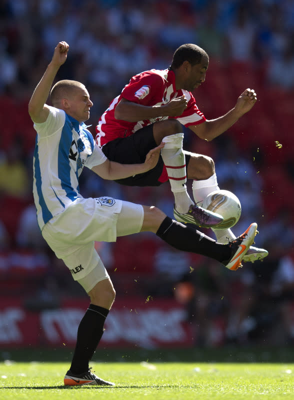 Huddersfield Town's Calum Woods (L) vies for the ball against Sheffield United's Lee Williamson (R) during the League 1 Play-Off Final football match at Wembley Stadium in London on May 26, 2012. Huddersfield won 8-7 on penalties to win promotion to the Championship next season. AFP PHOTO / ADRIAN DENNISADRIAN DENNIS/AFP/GettyImages