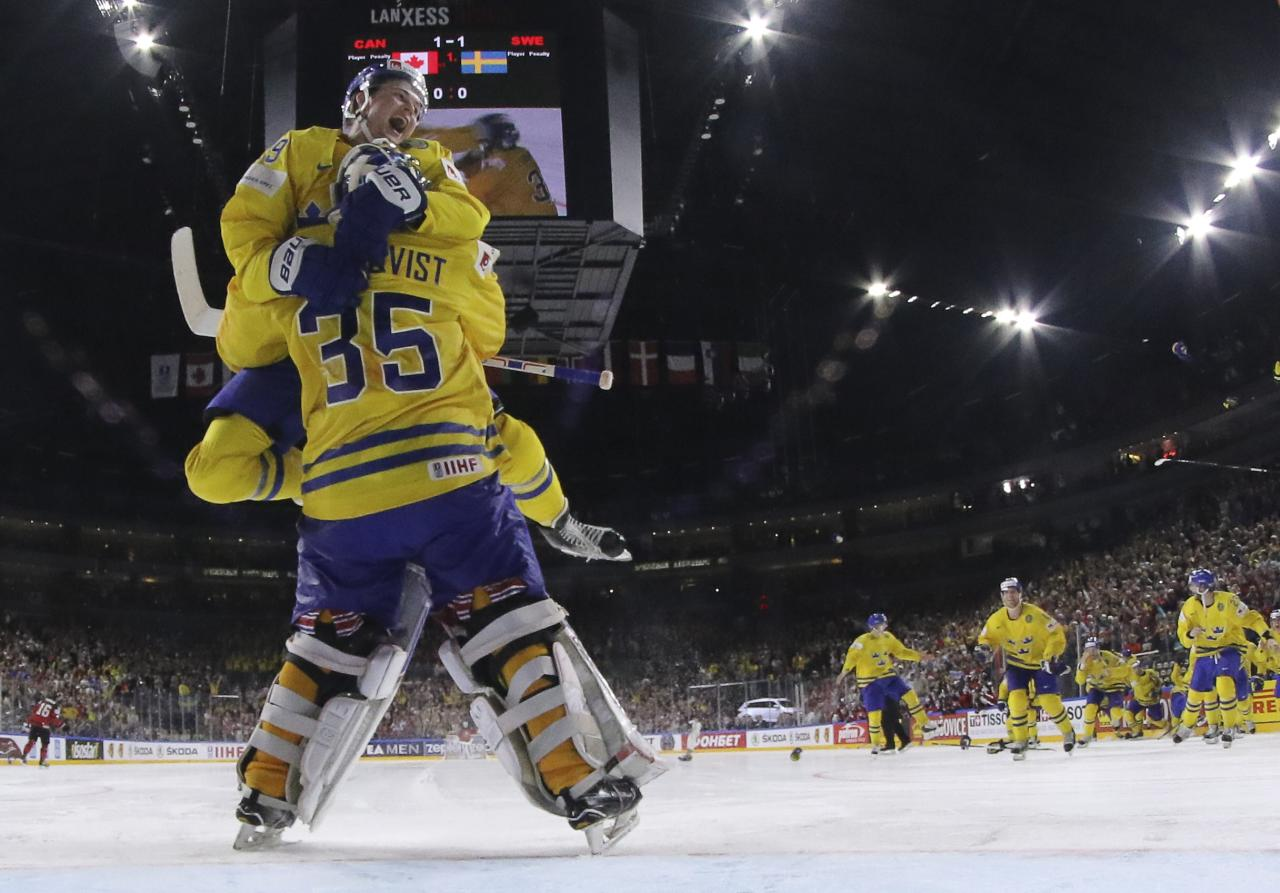 Ice Hockey - 2017 IIHF World Championship - Gold medal game - Canada v Sweden - Cologne, Germany - 21/5/17 - William Nylander and goalkeeper Henrik Lundqvist of Sweden celebrate the victory. REUTERS/Andre Ringuette