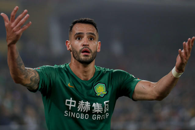 Renato Augusto em partida do Beijing Guoan. (Foto: Fred Lee/Getty Images)