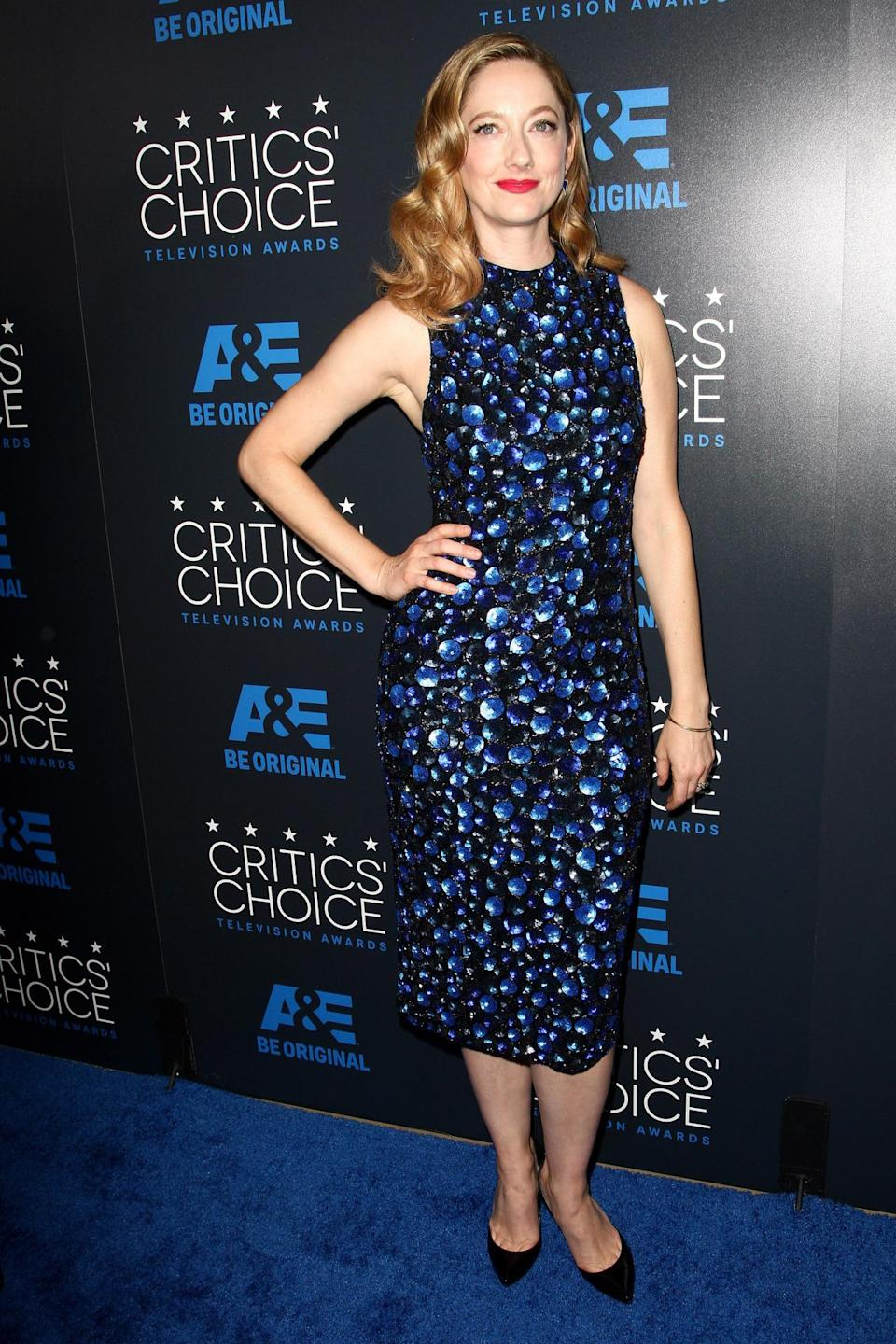 Being all dressed up in Alice + Olivia, didn't stop Judy Greer from eating pizza. During the Critics' Choice Awards, the actress ordered two pies to her table and shared with Chris Parnell and Aisha Tyler.