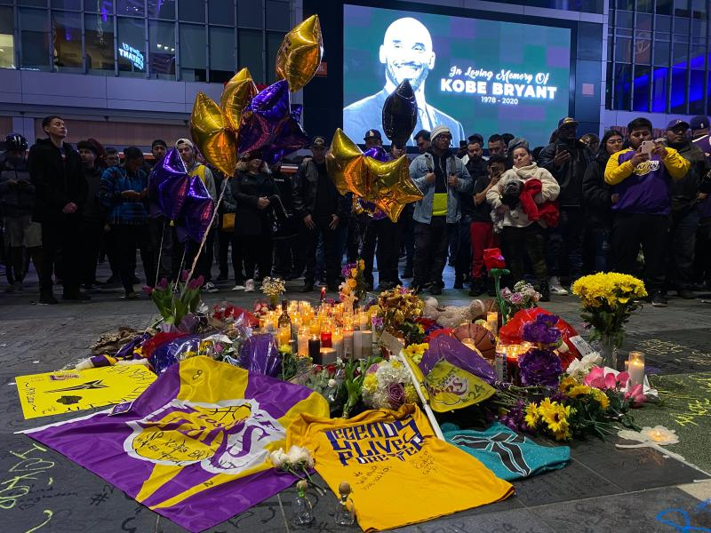 As Los Angeles mourns Kobe Bryant, the Lakers and Clippers will postpone their Tuesday game. (Photo by Chris Delmas /AFP/Getty Images)
