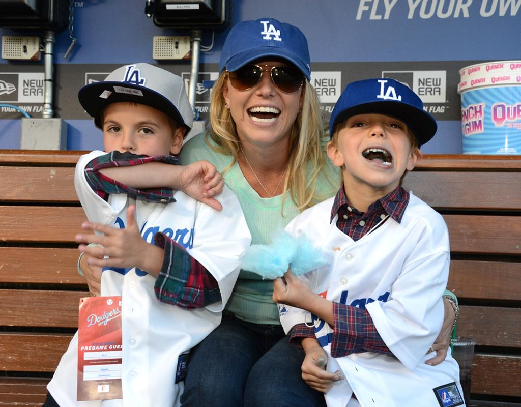 Though the Dodgers ended up losing to the San Diego Padres 7-2, the trio had a blast hanging out in the dugout before the game. (4/17/2013)