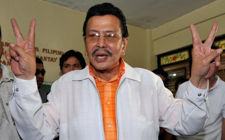 Joseph Estrada flashes the victory sign after casting his ballot at a polling station in Manila, on May 10, 2010