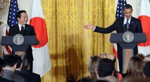 US President Barack Obama (R) gives the floor to Japan's Prime Minister Yoshihiko Noda to speak