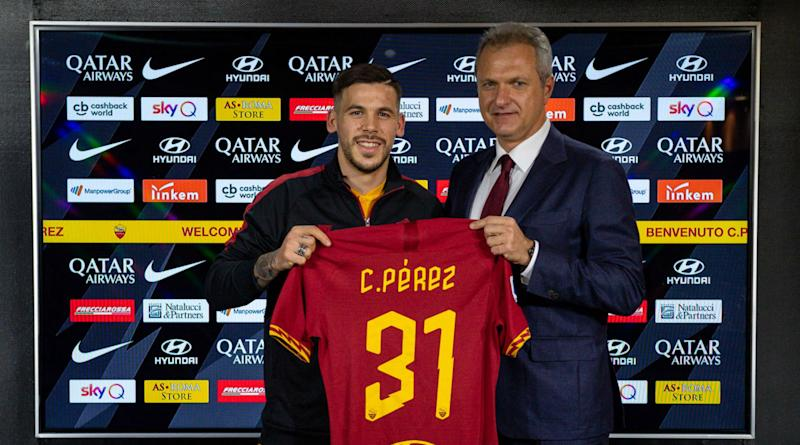 Carles Perez leaves Barcelona for Roma on initial loan