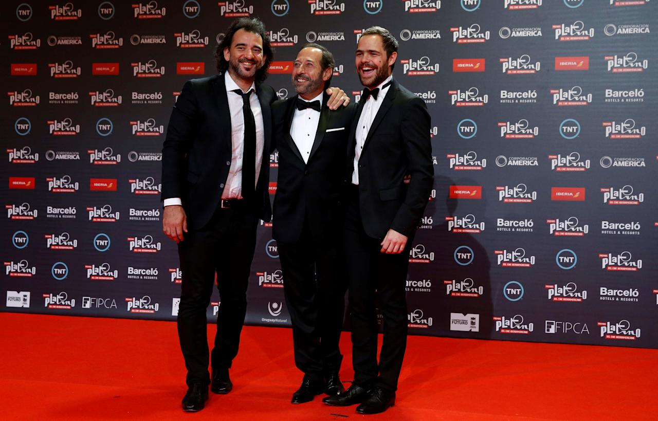 "Actors of the film ""El Clan"" Guillermo Francella (C) and Juan Pedro Lanzani (R) pose with the director Pablo Trapero at the red carpet of the Platino award in Punta del Este, Uruguay, July 24, 2016. REUTERS/Andres Stapff"