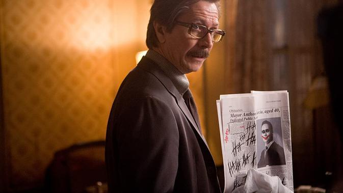 Gary Oldman dalam The Dark Knight trilogy. (Foto: Warner Bros. Pictures/ IMDb)