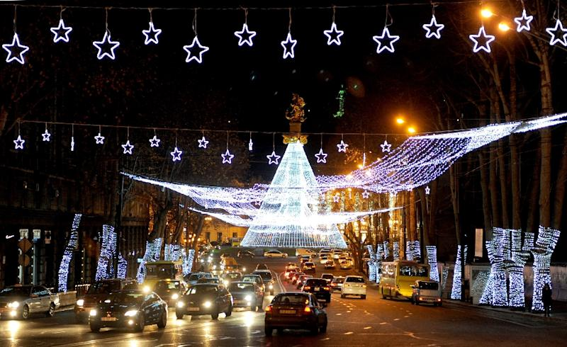 Cars drive through central Tbilisi decorated with Christmas lights on December 15, 2015 (AFP Photo/Vano Shlamov)