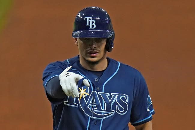 Wendle's hit in 8th helps Rays ding Phillies' playoff hopes