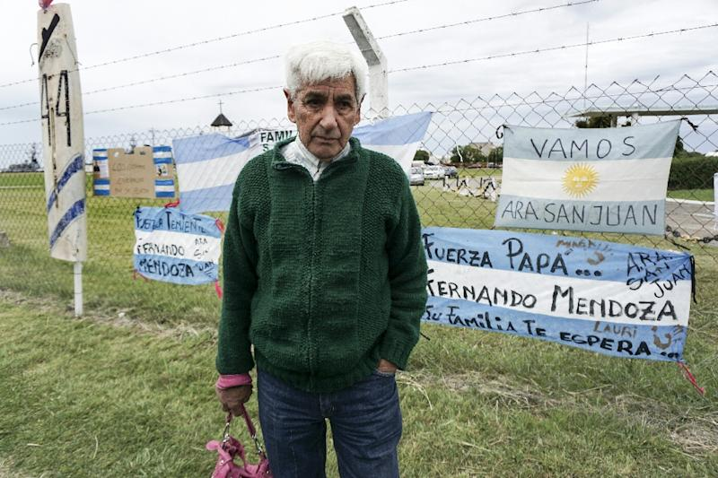 Juan Carlos Mendoza, father of missing submariner Ariel Fernando Mendoza, is one of the relatives waiting for news in Mar del Plata (AFP Photo/EITAN ABRAMOVICH)