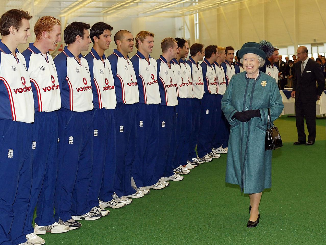 LOUGHBOROUGH, ENGLAND - NOVEMBER 14:  HRH Queen Elizabeth II smiles as she makes her way past a row of cricketers during the official opening ceremony of the ECB National Academy at Loughborough University on November 14, 2003 in Loughborough, England.  (Photo by Harry How/Getty Images)
