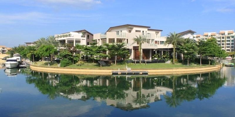 <p><img/></p>Singapore recorded the lowest premium for waterfront homes among 12 major cities around the world...