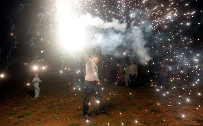 <p>NGT comes under attack from Delhi BJP over its recommendation for ban on sale of firecrackers in Capital/NCR. </p><p> </p>