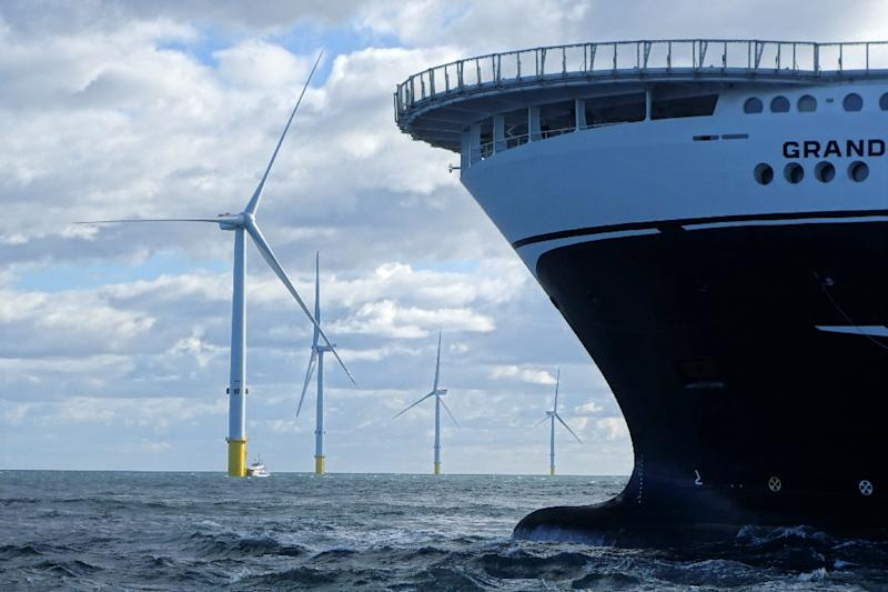 Offshore wind farms could prove much more efficient than land-based turbines, a new report shows
