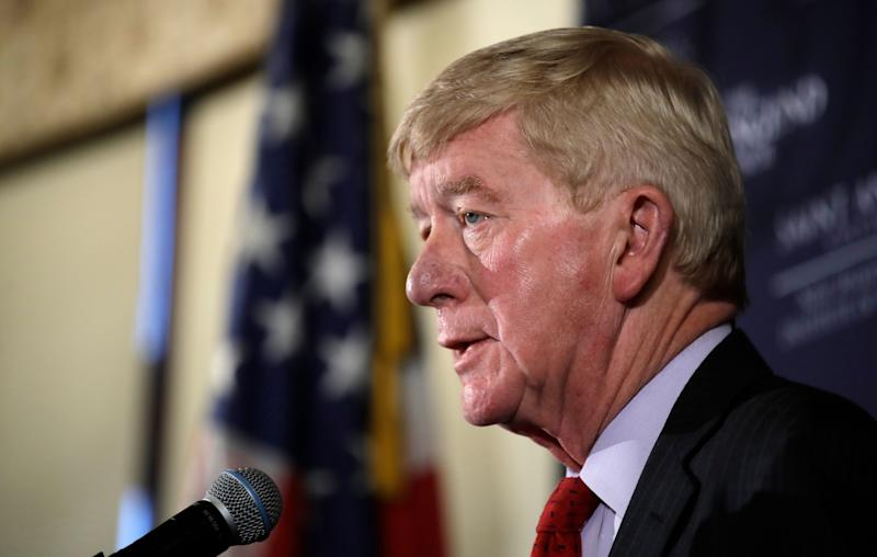 Ex-Mass. Gov. Weld Announces Primary Challenge to Trump