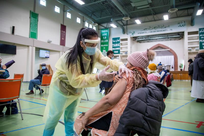 COVID-19 vaccinations at an Islamic centre in Toronto