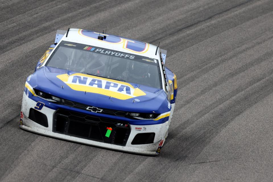 KANSAS CITY, KANSAS - OCTOBER 18: Chase Elliott, driver of the #9 NAPA Auto Parts Chevrolet, races during the NASCAR Cup Series  Hollywood Casino 400 at Kansas Speedway on October 18, 2020 in Kansas City, Kansas. (Photo by Jamie Squire/Getty Images)