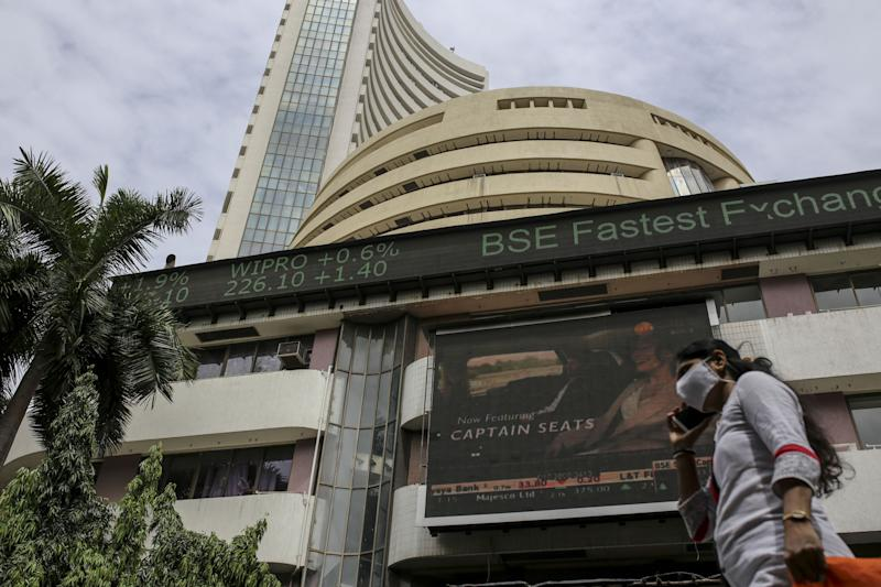 Sensex drops 300 points, dragged down by losses in RIL, HDFC