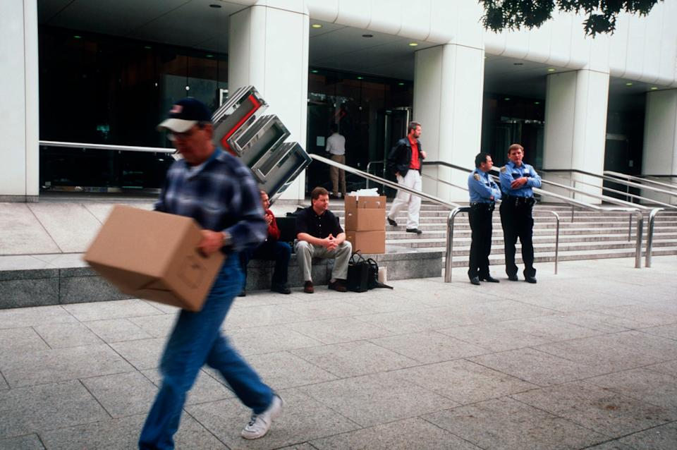 Employees remove their belongings from Enron's corporate headquarters after being laid off due to the company's collapse. (Photo: Gregory Smith via Getty Images)