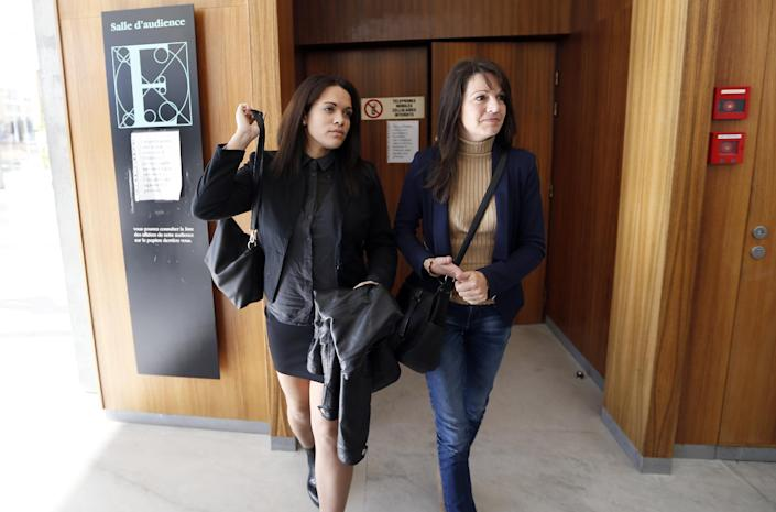 A picture taken on December 2, 2014 shows Manon Serrano (L) and her mother Sophie Serrano (R) leaving Grasse courthouse following a hearing against a maternity hospital (AFP Photo/Valery Hache)