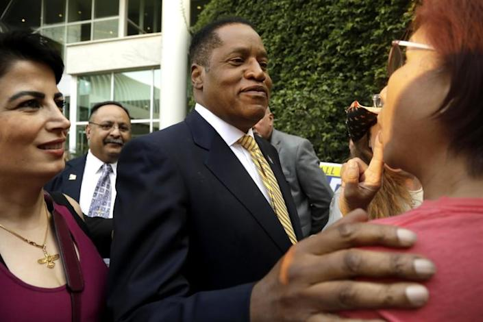 WOODLAND HILLS, CA - AUGUST 24, 2021 - Conservative radio talk show host Larry Elder, who is running for governor of California, greets supporters at the Warner Center Marriott in Woodland Hills on August 10, 2021. (Genaro Molina / Los Angeles Times)