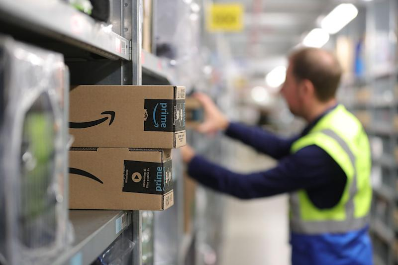 Amazon Doubles Holiday Hiring to 200,000 Temporary Workers
